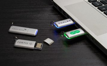 https://static.reclame-usb-stick.nl/images/products/Halo/Halo0.jpg